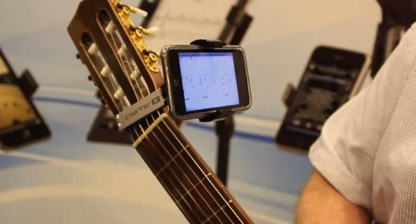Macworld | iWorld 2012 – Castiv – Guitar Sidekick – Guitar Mount for iPhone / iPod