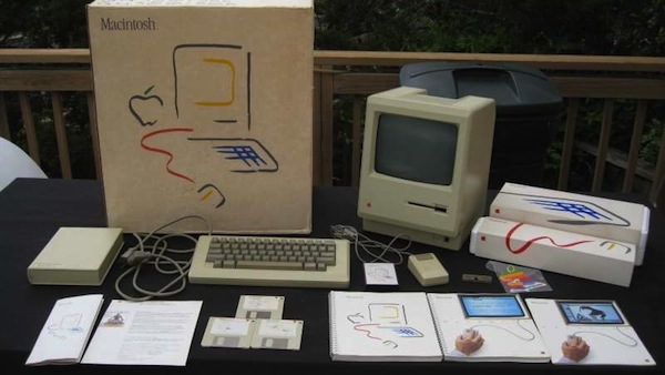 [Gallery] This is What is Was Like To Unbox a 1984 Macintosh 128K