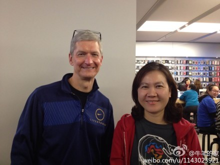 [UPDATE] Apple's CEO Tim Cook Shows up in a Beijing Apple Store – iPhone 5 In The Making?