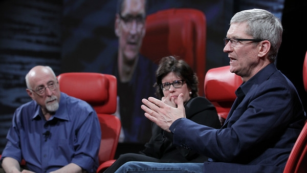 """Tim Cook Explains What The """"S"""" in """"iPhone 4S"""" Means And How Apple Names Products"""