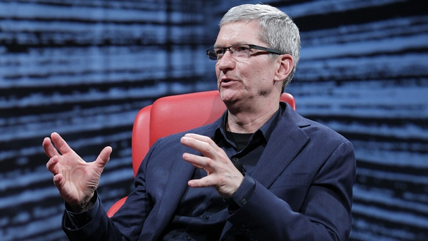 "Tim Cook Points To Future Facebook Integration in iOS, ""Stay Tuned"""